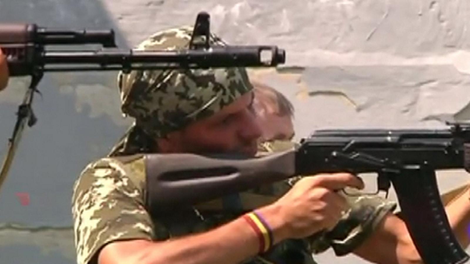 Dos españoles republicanos combatiendo con separatistas prorusos ucranianos contra el Gobierno de Kiev (10).Movie_Instantánea