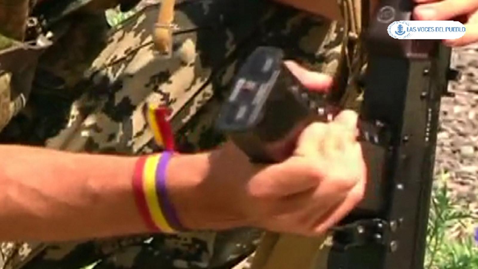 Dos españoles republicanos combatiendo con separatistas prorusos ucranianos contra el Gobierno de Kiev (12).Movie_Instantánea