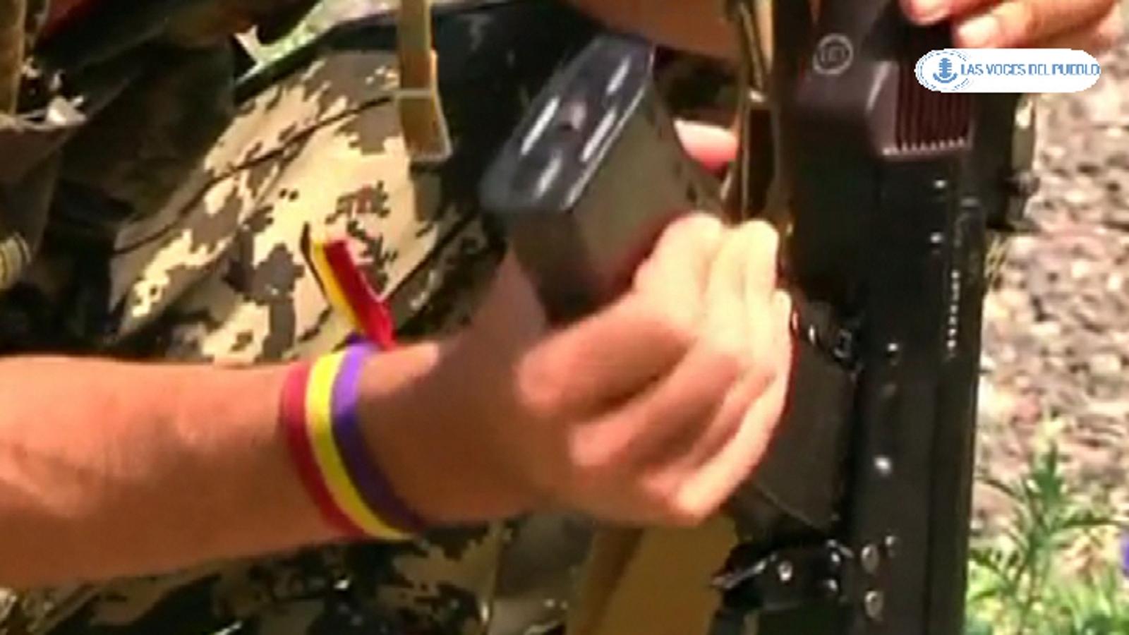 Dos españoles republicanos combatiendo con separatistas prorusos ucranianos contra el Gobierno de Kiev (14).Movie_Instantánea