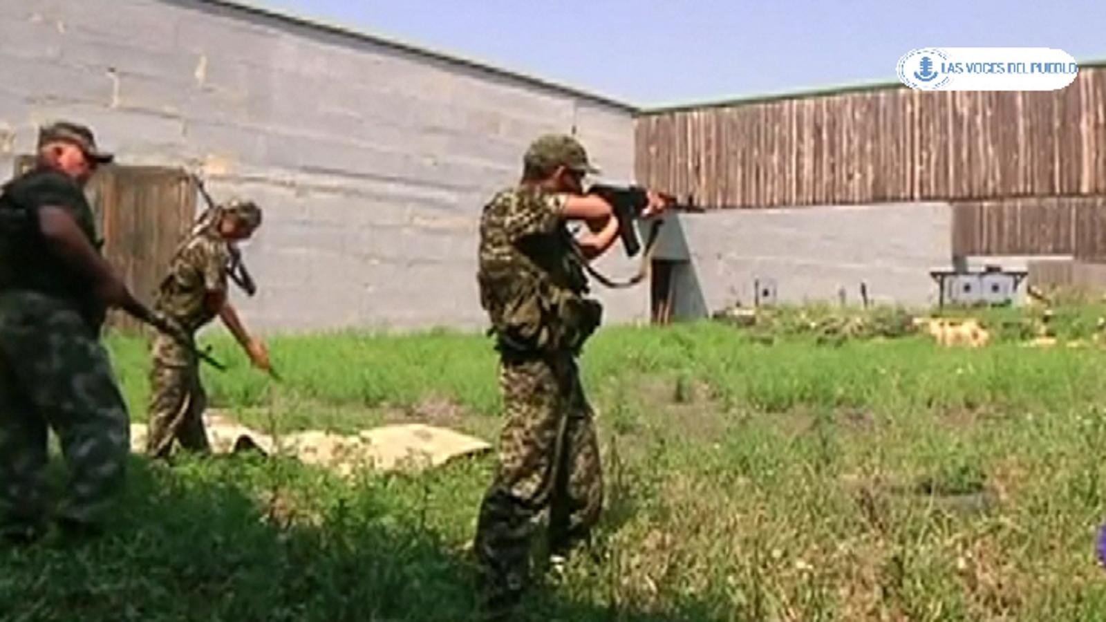 Dos españoles republicanos combatiendo con separatistas prorusos ucranianos contra el Gobierno de Kiev (8).Movie_Instantánea
