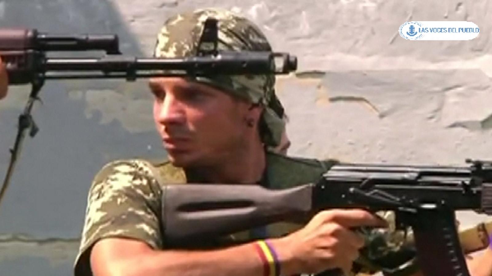 Dos españoles republicanos combatiendo con separatistas prorusos ucranianos contra el Gobierno de Kiev (9).Movie_Instantánea