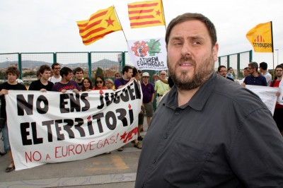 El líder antiespañol. Oriol Junqueras Vies, y la juventud de ERC (JERC) en una manifestación en contra del proyecto Barcelona World (BNC World) del presidente separatista catalán Artur Mas Gavarró