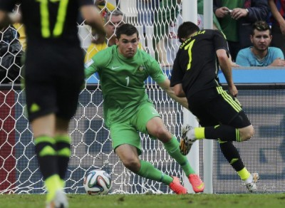 Spain's Villa scores past Australia's Ryan during their 2014 World Cup Group B soccer match at the Baixada arena in Curitiba