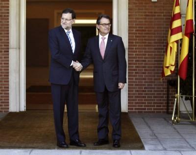 Rajoy y Artur Mas en lla puerta de la Moncloa - Foto Reuteurs