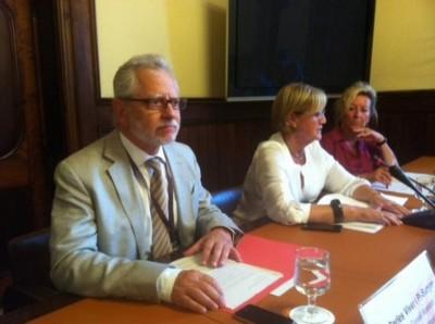 El portavoz de los gurús del gobierno separatista catalán, Carles Viver Pi-Sunyer, ayer en su comparecencia en la comisión del derecho a la fractura de España.