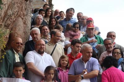Foto de familia de los socios y amigos de Somatemps que acudieron hasta el santuario de Montgrony, tras la conferencia de clausura del presidente de Somatemps, Jordi Cabanes. Foto Joseph (las voces del pueblo)