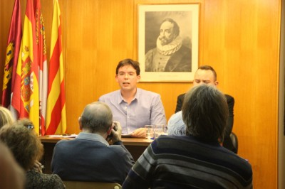 Erik Encinas Ortega, durante su intervención al debate, *Ganando el Futuro*, en la sede de Acción Cultural Miguel de Cervantes; 15 de Febrero 2014. Foto Joseph (las voces del pueblo)