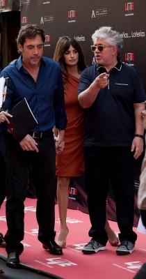 Javier Bardem, Penélope Cruz y Almodóvar. Foto Europa Press